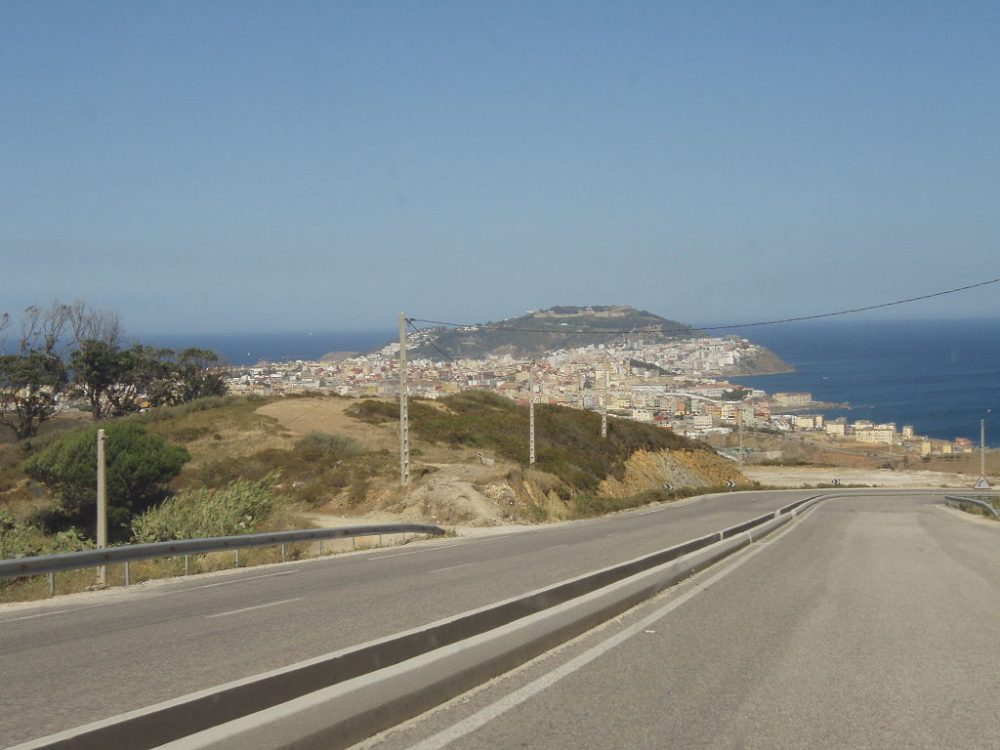 Vista de Ceuta desde la N16 en Marruecos. CC: hiroo yamagata