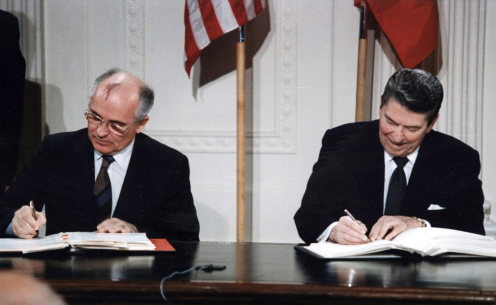 1600px-Reagan_and_Gorbachev_signing
