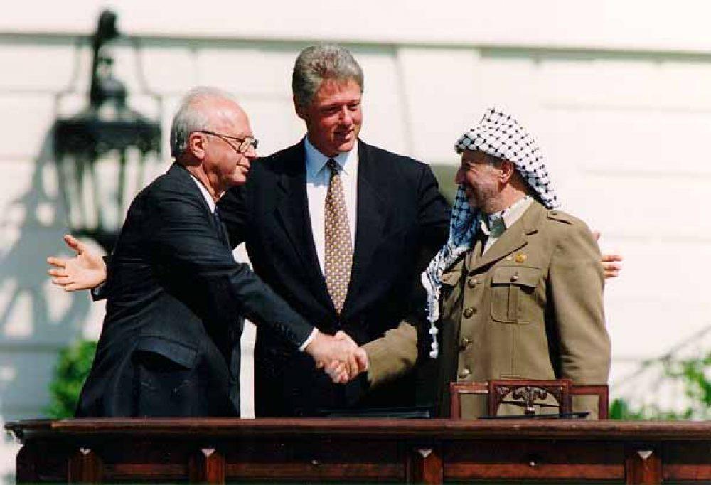 Bill Clinton, Yitzhak Rabin, Yasser Arafat at the White House,1993-09-13