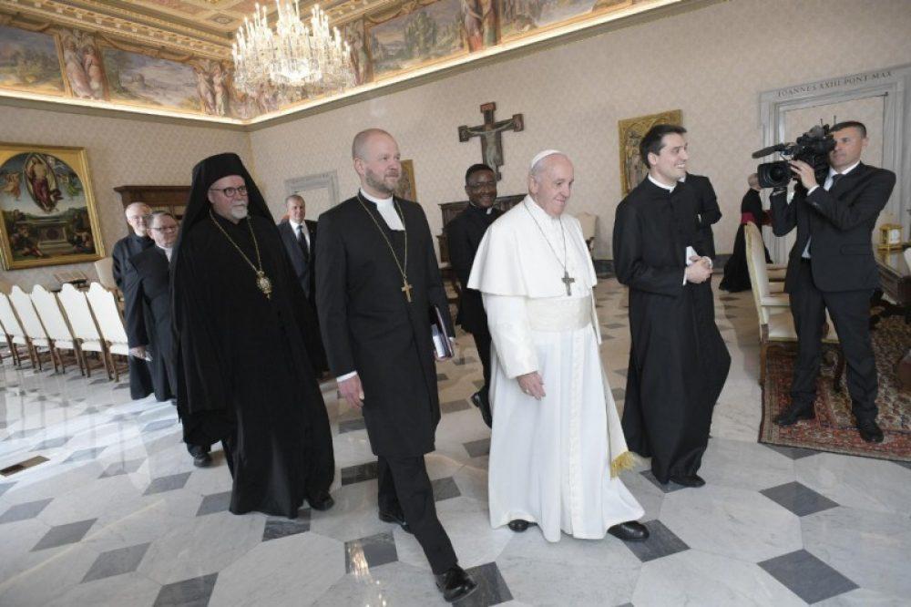 El Papa Francisco, con una delegación ecuménica de la Iglesia Luterana de Finlandia. Foto: Santa Sede