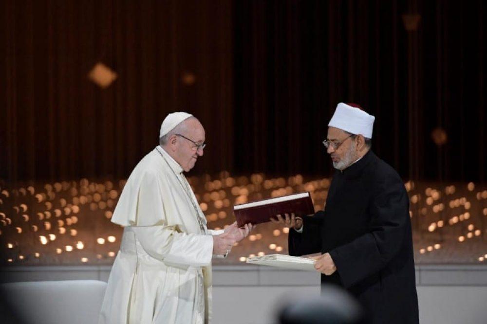 El Papa aboga por la libertad religiosa - Francisco y Ahmed Al-Tayeb, gran imán de Al Azhar (1)