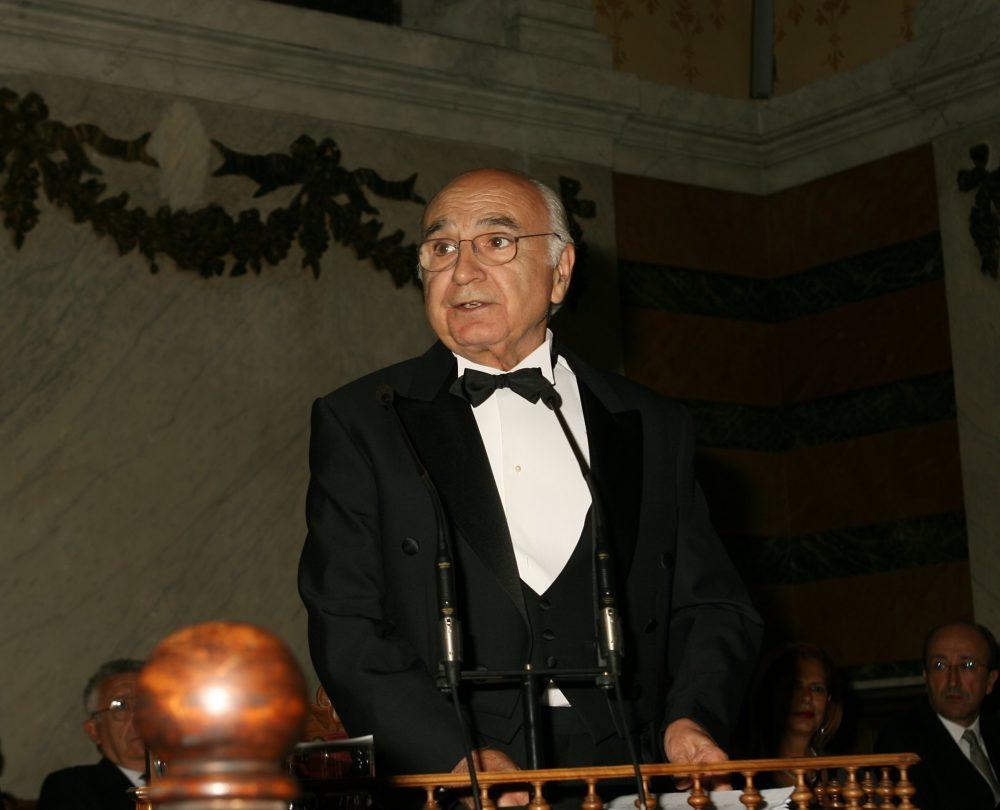 Francisco Brines pronuncia su discurso de ingreso en la Real Academia Española. © RAE
