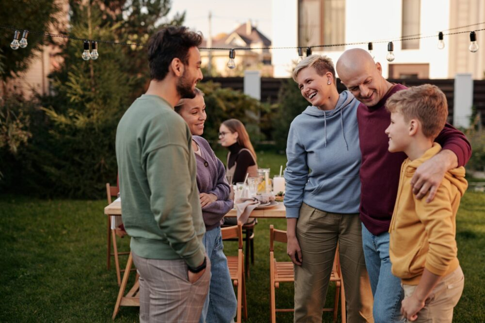 La otra conciliación cuidar a los hijos y a los amigos