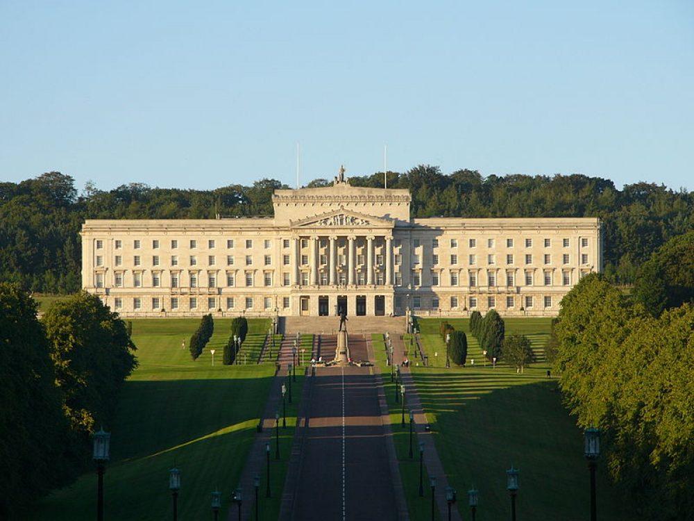 Londres impone la ley del aborto en Irlanda del Norte