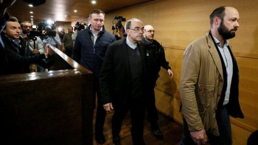 El Card. Philippe Barbarin durante el juicio en Lyon, 2019