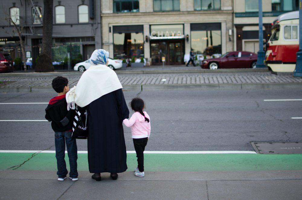 pedestrian-people-woman-road-street-motherhood-820584-pxhere.com